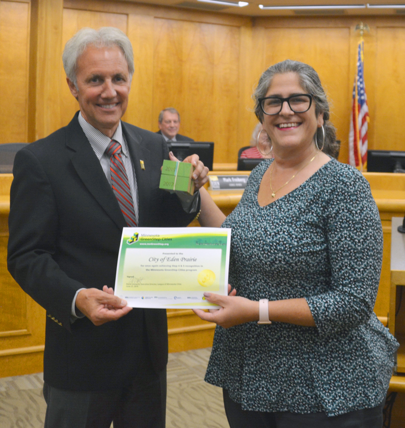 2019 GreenStep Cities Award - Mayor Ron Case Accepts GreenStep Certificate